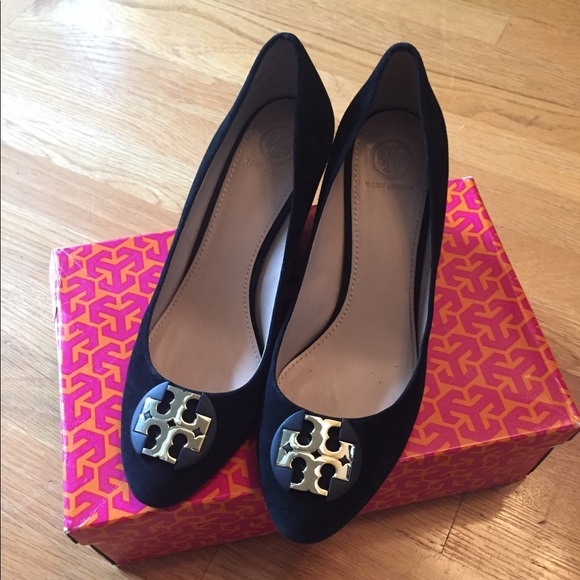 045a4f8d22b20c Beautiful Tory Burch Luna Black suede wedges! M 5a5ce93a3b160801d42fd255